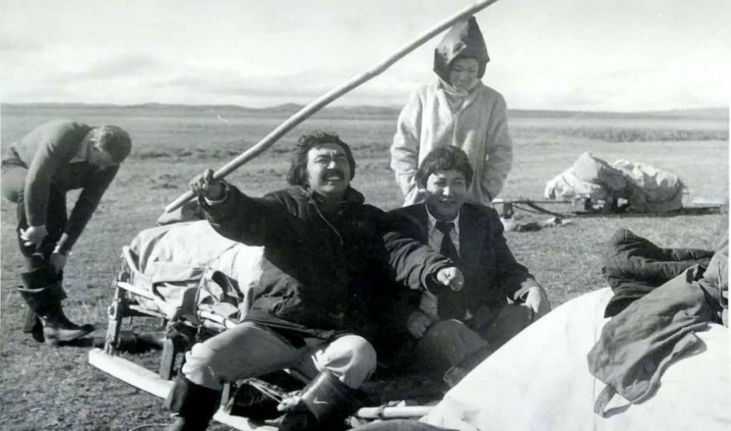 Фотография известного режиссера Болота Шамшиева, актрисы Айтурган Темировой и поэта Жолона Мамытова была сделана в 1973 году в Якутии.