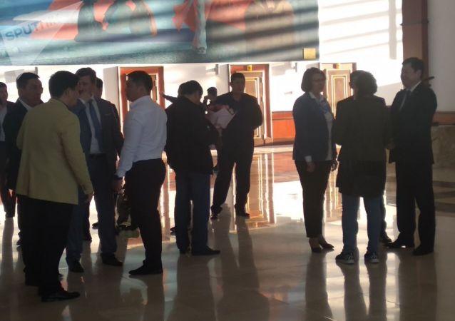 Подготовка к встрече чемпионки UFC Валентины Шевченко в аэропорту Манас