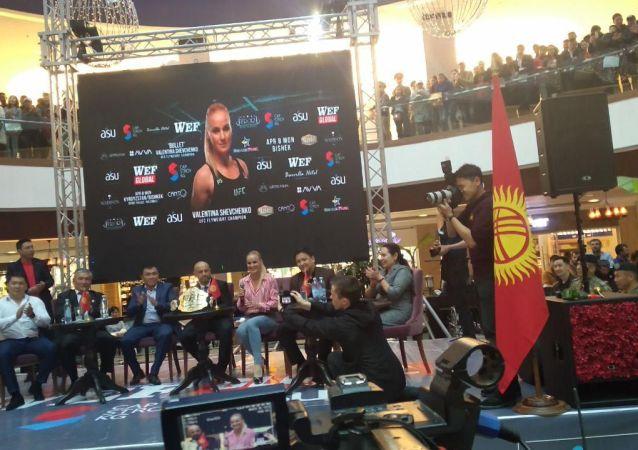 Встреча Валентины Шевченко с фанатами в торговом центре Бишкекпарк