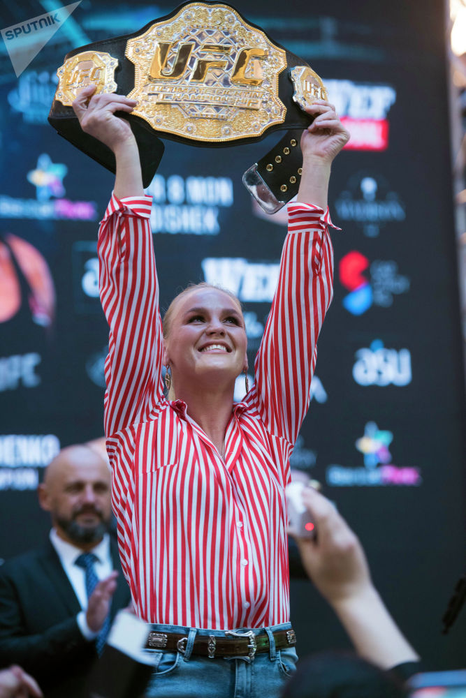 Валентина Шевченко былтыр 8-декабрда UFC 231 турниринин алкагында польшалык Жоанна Енджейчикти утуп, эң жеңил салмактагы чемпион болгон