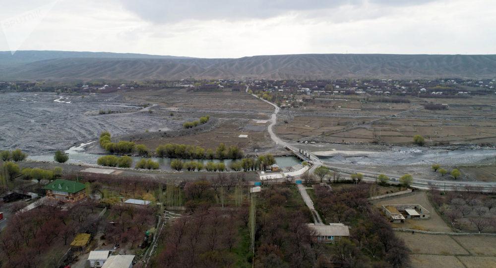 Окраина города Баткен. Архивное фото