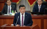 Президент КР Сооронбай Жээнбеков выступает на заседании Жогорку Кенеша. Архивное фото