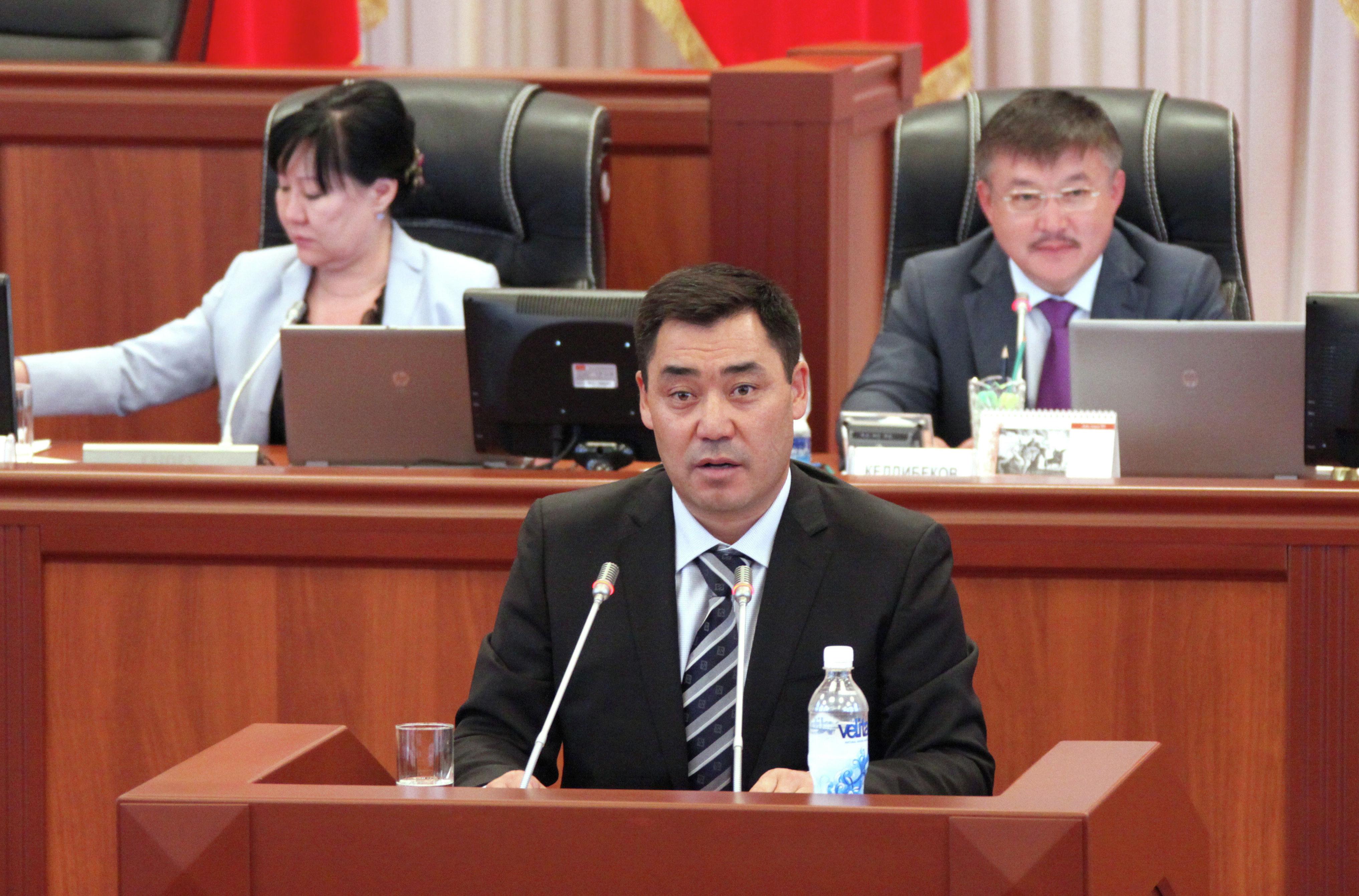 Депутат Садыр Жапаров ответил на вопросы депутатов