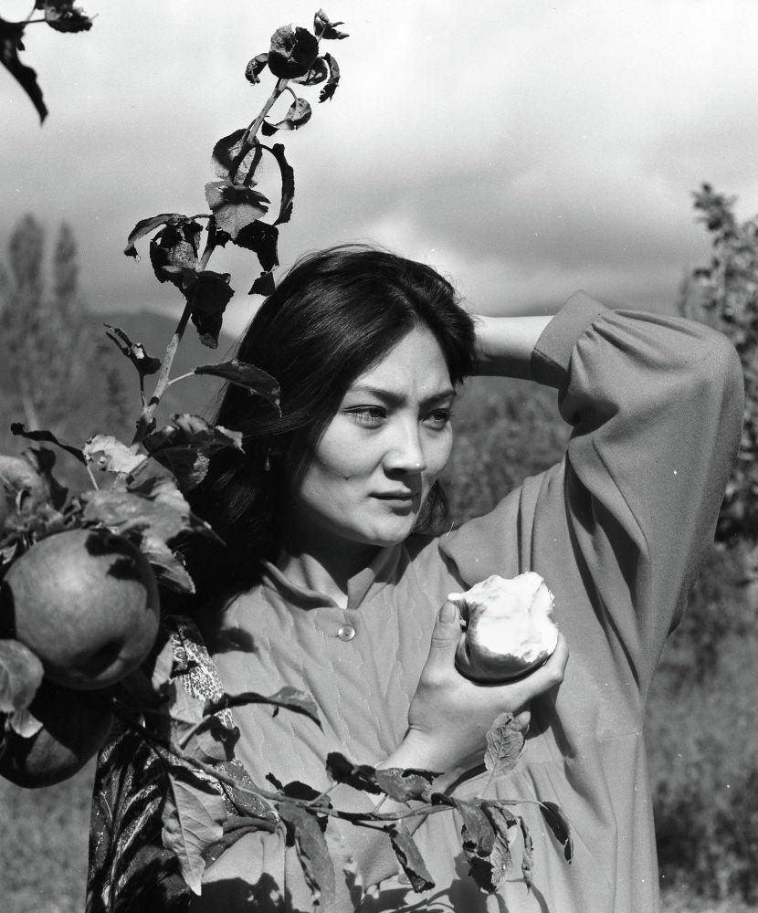 Алтын бешик тасмасында роль жараткан чырайлуу Гүлнара Абдыкадырова