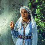 Сүйүү закымдарында актриса Таттыбүбү Турсунбаеванын кызы Асел Эшимбекова Алтынбүбүнүн ролунда