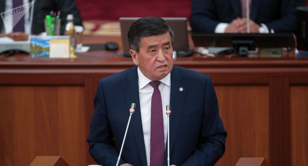 Президент Сооронбай Жээнбеков Жогорку Кеңештин жыйынында. Архив