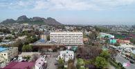 Вид на гостиницу Ош Нуру в центре южной столицы. Архивное фото
