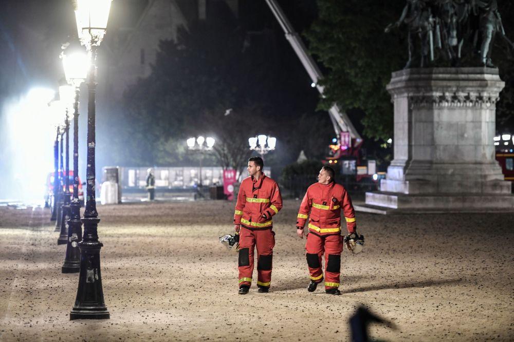 Пожарные после тушения продолжали охлаждать горячие конструкции, в том числе несущие, чтобы горение не возобновилось