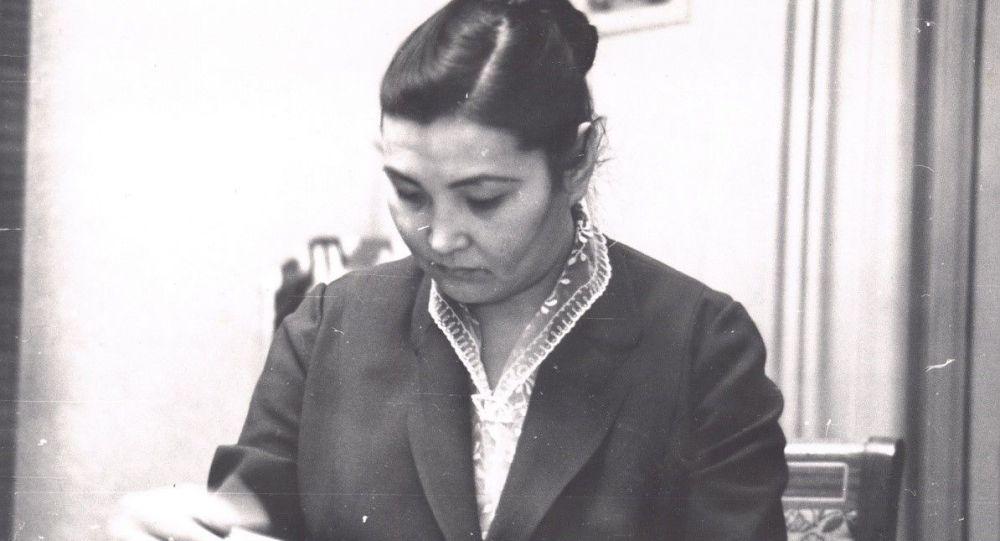 Кыргыз эл акыны Тенти Адышева. Архив