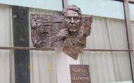 У здания Государственного национального русского театра драмы имени Чингиза Айтматова состоялось открытие стелы великого писателя современности.