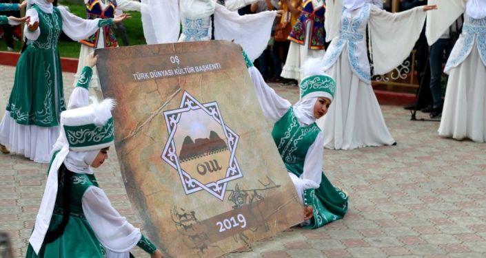 В Оше на Сулайман-Тоо 20 апреля стартовала международная культурная программа Культура тюркских народов в рамках проекта Ош — культурный центр тюркского мира