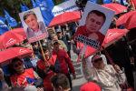 Өмүрбек Текебаевди колдогондордун митинги. Архивдик сүрөт