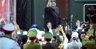 Лидер КНДР Ким Чен Ын у своего поезда во Вьетнаме
