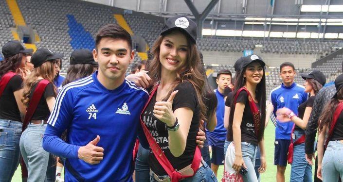 Финалистки конкурса красоты Мисс Казахстан 2019 сыграли футбол на стадионе вместе с футболистами столичного клуба Астана