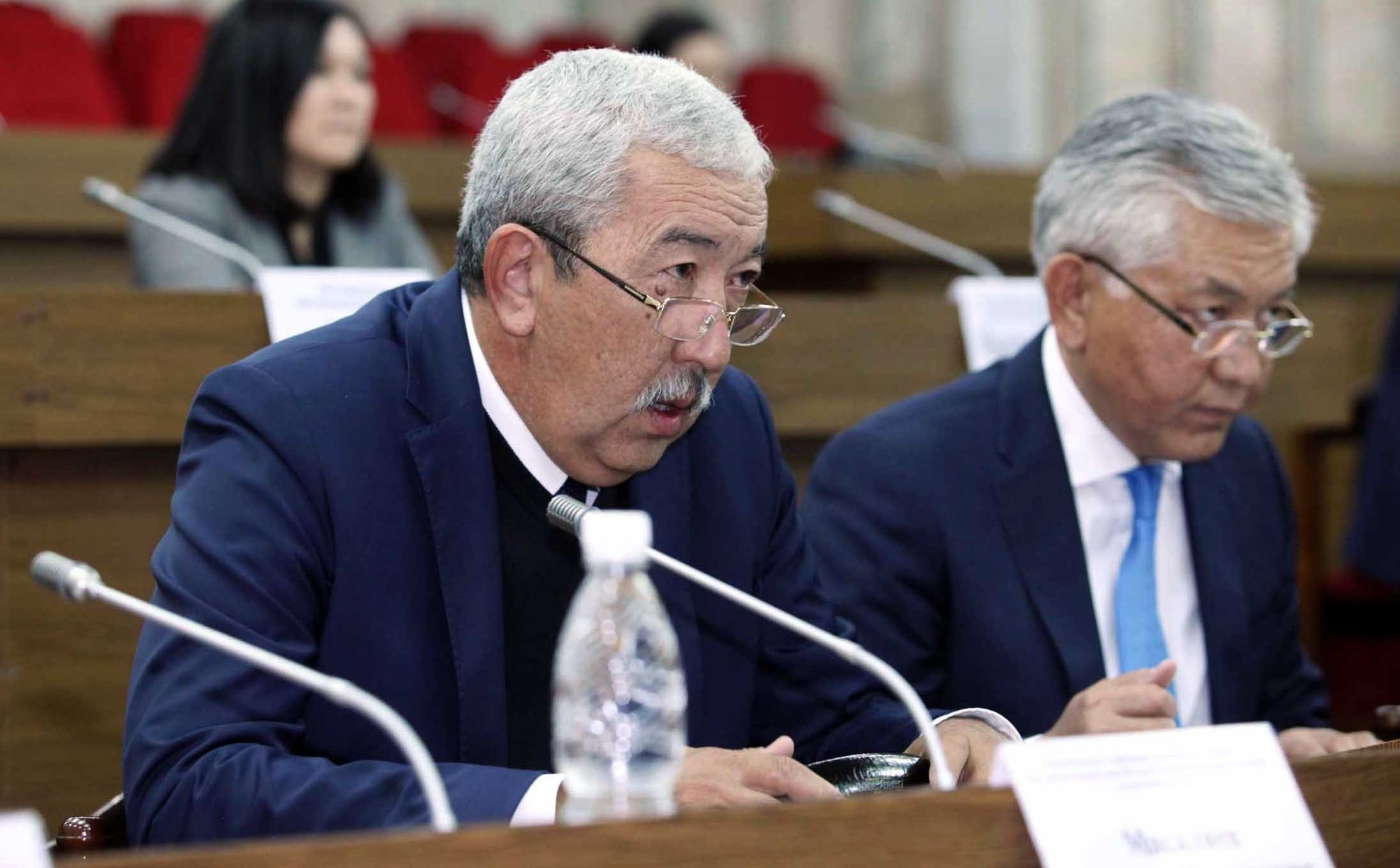 Депутат ЖК VI созыва Исхак Масалиев от партии Кыргызстан на заседании