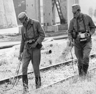 Химики-дозиметристы на территории Чернобыльской атомной электростанции во время ликвидации последствий аварии. Архивное фото