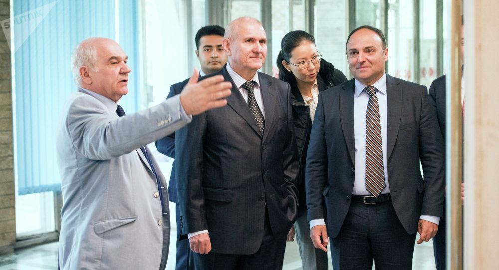 Эксперты, студенты и аспиранты 12 вузов приехали в Кыргызстан, чтобы принять участие в молодежном форуме Россия и тюркский мир: взгляд молодежи из России и Киргизии