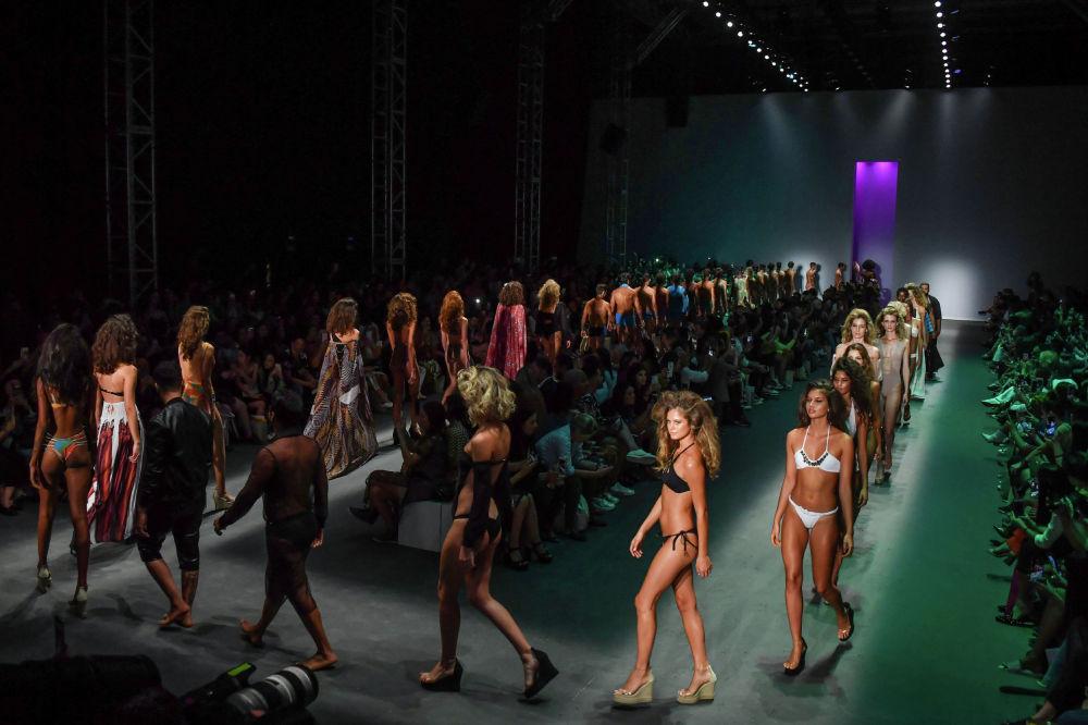 Показ коллекции Amir Slama на Неделе моды в Сан-Паулу