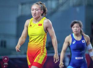 Борец из Кыргызстана Айсулуу Тыныбекова после победы над японкой Юкако Кавайи на Чемпионате Азии в Сиане. Архивное фото
