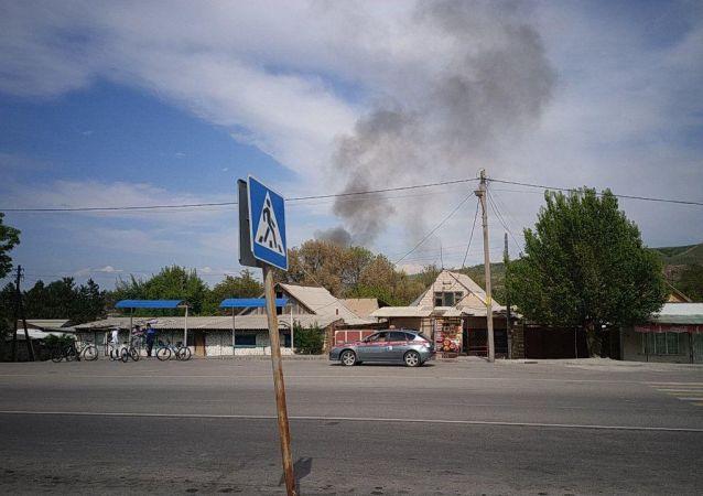 В столице в районе резиденции Ала-Арча начался пожар