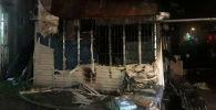 Последствия пожара павильона на пересечении улиц Токомбаева и Жетикашкаева в Бишкеке