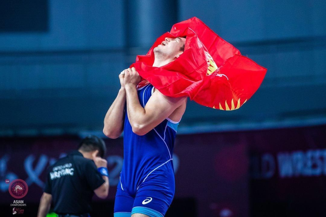 Кыргызстанский борец греко-римского стиля Узур Джусупбеков стал бронзовым призером Чемпионата Азии по спортивной борьбе победив в финале узбекистанйа Жахонгира Турдиева со счетом 3:2.