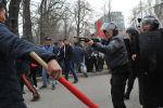 Разгон митингующих в Бишкеке. Архивное фото