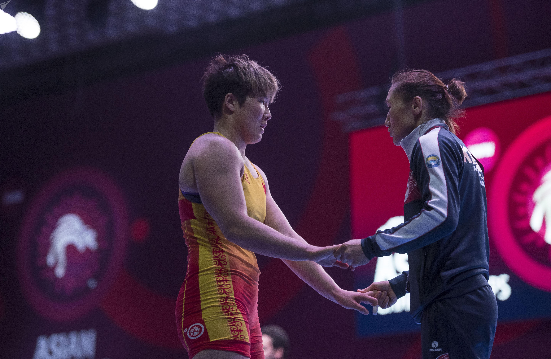 Борец Айпери Медет кызы (76 кг) проиграла Еунжу Хванг из Южной Кореи со счетом 12:0 и заняла пятое место в чемпионате  Азии по женской борьбе в Бишкеке