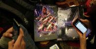 Поклонники Мстителей ожидают премьеры фильма Мстители: финал в Ла-Пасе. Боливия, 24 апреля 2019 года