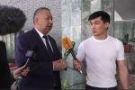 Первый вице-премьер-министр Кубатбек Боронов отказался подробно отвечать на вопросы журналистов, сославшись на то, что спешит на заседание парламента.