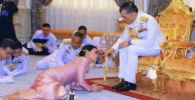 Таиланддын падышасы генералга үйлөндү. Нике тойдогу өзгөчө сүрөттөр