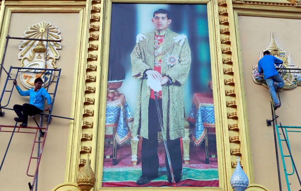 Маха Ватчиралонгкон четыре раза состоял в официальном и морганатическом браке, когда был наследным принцем