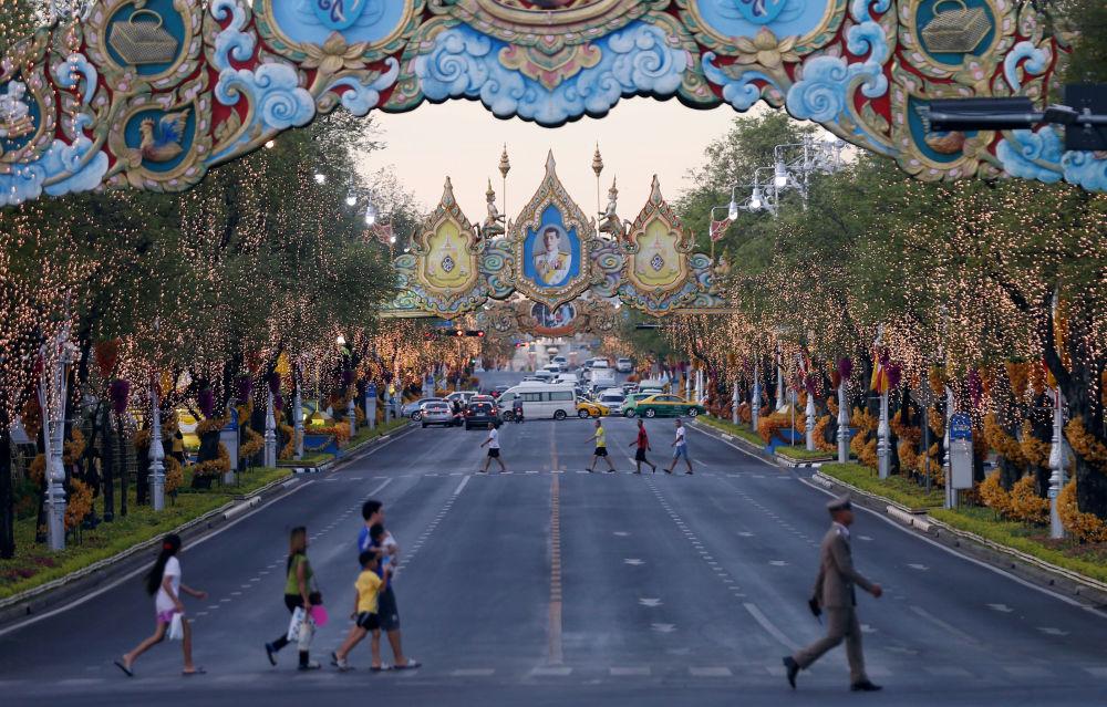 В 2016 году Суттхиде присвоили звание полного генерала сухопутных войск Таиланда