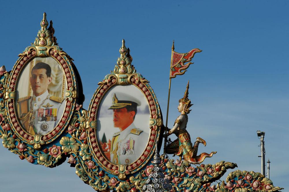 У короля Таиланда пять сыновей и две дочери, но лишь один из детей официально является принцем