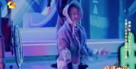 Кыргызстандык бийчи Атай Өмүрзаков Тотем шоу деп аталган жаңы бий тобу менен Кытайда өткөн World's Got Talent шоусуна катышкан. Номер калыстардын купулуна толуп, алар топтун мүчөсү Адинайга бир катар суроолорду узатышкан.