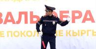 Действующий сотрудник УОБДД Чуйской области также объяснил детям правила перехода проезжей части.