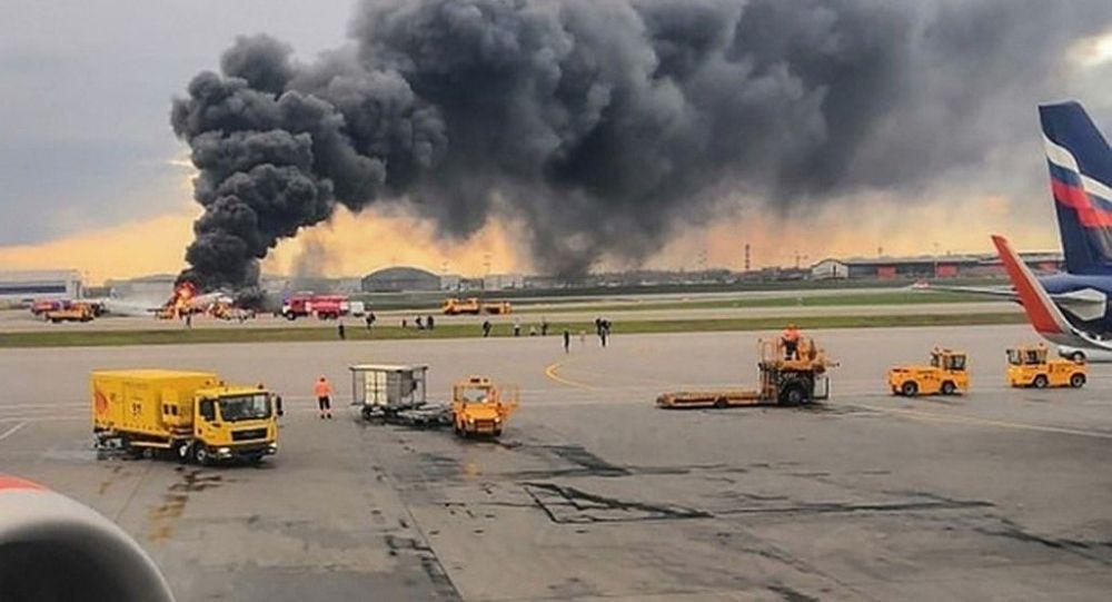 Сгоревший после жесткой посадки в аэропорту Шереметьево самолет Superjet-100 летевший рейсом Москва — Мурманск . 5 мая 2019 года