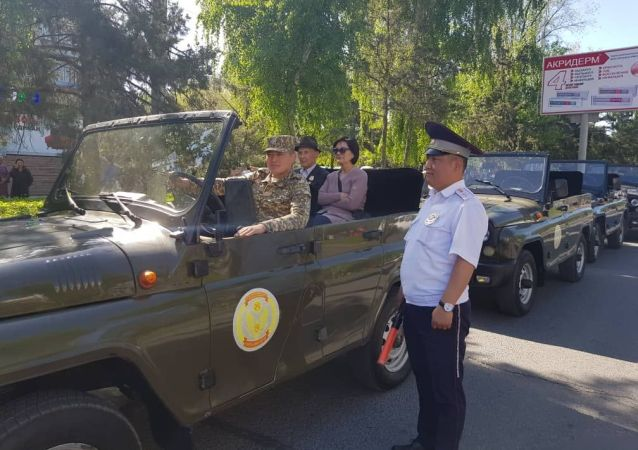 Управление обеспечения безопасности дорожного движения Бишкека следила за безопасностью граждан во время шествия Бессмертного полка