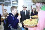 Манас эл аралык аэропортунан жайкы сезон башталгандан бери биринчи болуп келген туристтер салтанаттуу түрдө тосуп алынды