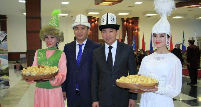 В международном аэропорту Манас состоялась официальная встреча первых туристов летнего сезона