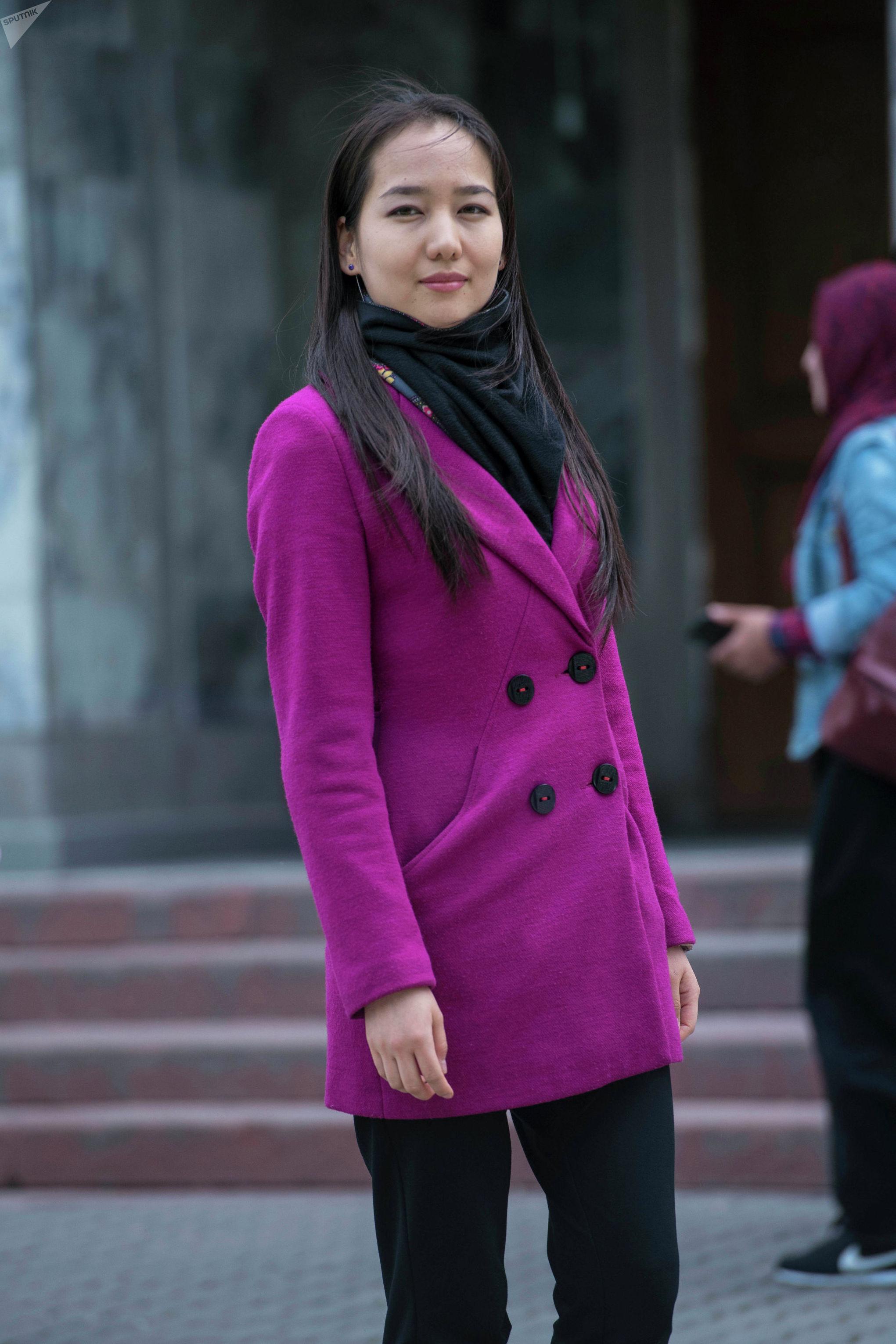 Бишкекчанка, которая стажируется в Управлении регулирования предпринимательской деятельности Айкан Кожоева