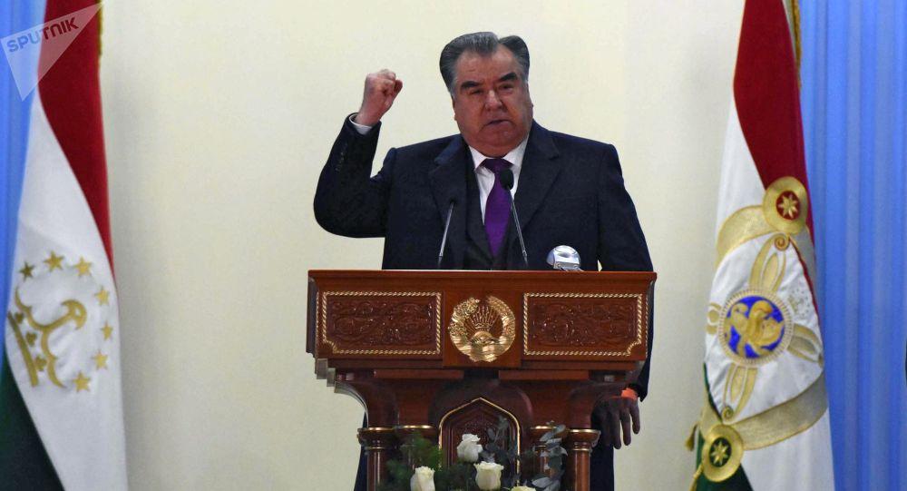 Тажикстандын президенти Эмомали Рахмон. Архивдик сүрөт