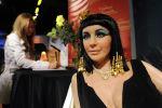 Восковая фигура Элизабет Тейлор в одной из своих самых знаменитых ролей Клеопатра в музее мадам Тюссо в Голливуде