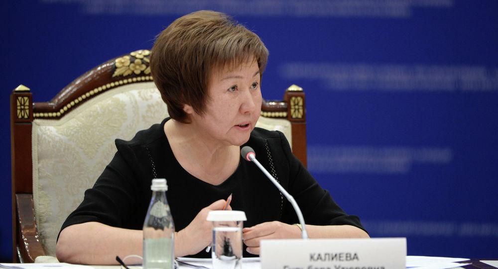 Председатель Верховного суда КР Гульбара Калиева на заседании Совета по судебной реформе