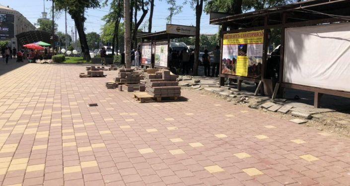 Обустройство пешеходной зоны на пересечении проспектов Чуй и Манаса почти завершено
