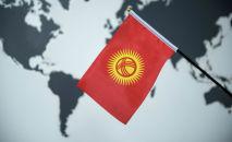 Флаг Кыргызстана на фоне карты мира. Архивное фото