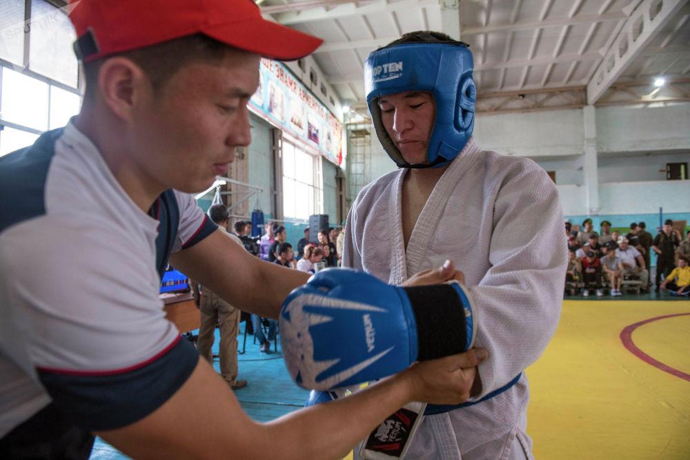 Наставления тренера перед поединком — один из важных моментов подготовки спортсмена