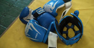Перчатки на турнире по рукопашному бою. Архивное фото