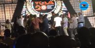 В Гане церемония награждения музыкальной премии Vodafone Ghana Music Awards закончилась массовой дракой танцоров, сообщает издание The Daily Mail.