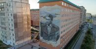 Граффити с изображением народного писателя Кыргызстана Чингиза Айтматова появилось на стене многоэтажного дома в микрорайоне Джал-23.
